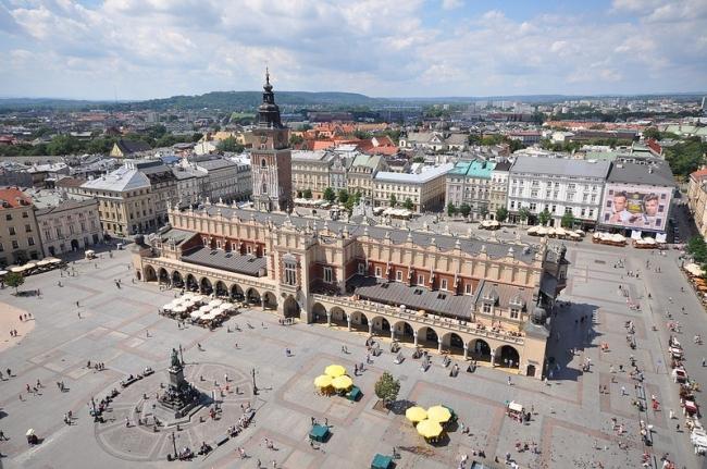VIAJES GRUPALES A EUROPA DEL ESTE CON RUSIA - Tallin / Palacio de Rundale / Riga / Colina de las Cruces / Vilna / Auschwitz / Breslavia / Cracovia / Gdansk / Poznan  / Toruń / Varsovia / Brno / Praga / Moscú / San Petersburgo /  - Paquetes a Europa