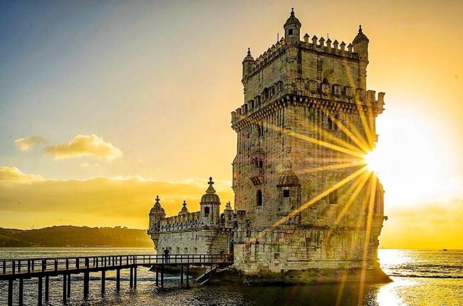 VIAJES A LOS SANTUARIOS MARIANOS. Ruta Mariana - Barcelona / Covadonga / Madrid / Monasterio de Montserrat / Santander / Santiago de Compostela / Lourdes / Fátima / Lisboa / Oporto /  - Paquetes a Europa